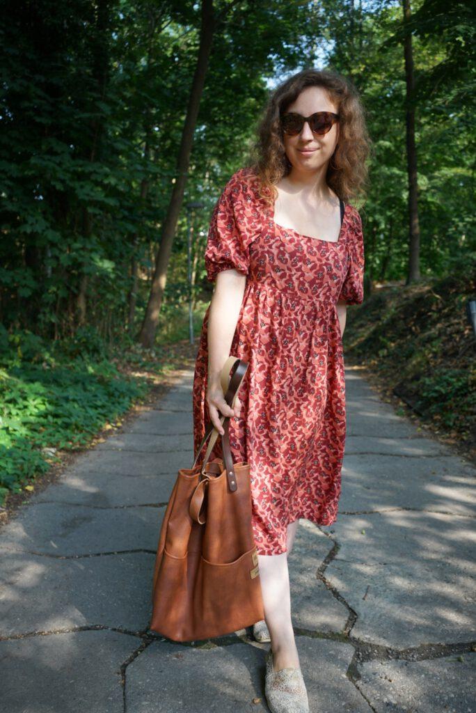 Kleid: Fibre Mood Mindy Tasche: Stofflounge Loungebag Veronique Rüssau